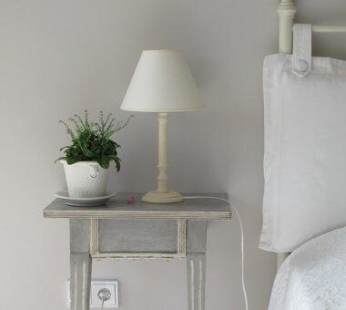 Bord och lampa